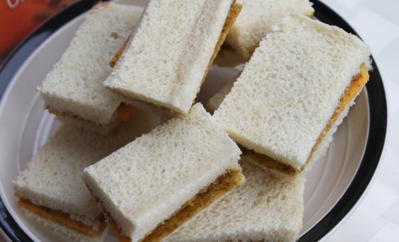 chutney cheddar sandiwches